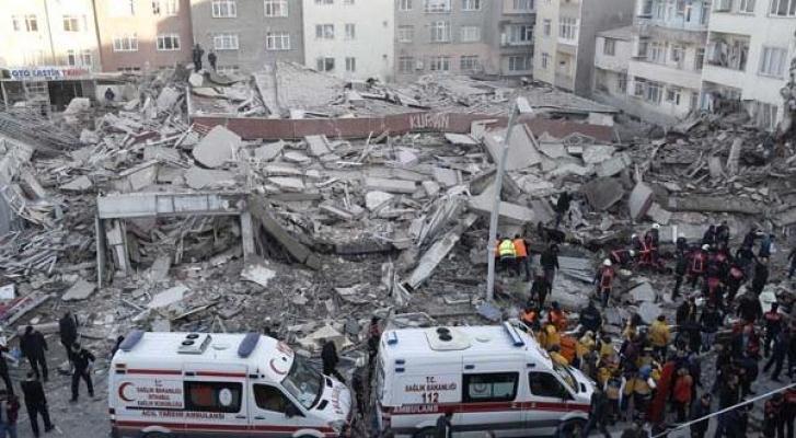 Çöken bina 5 yaşındaki ikizleri ayırdı