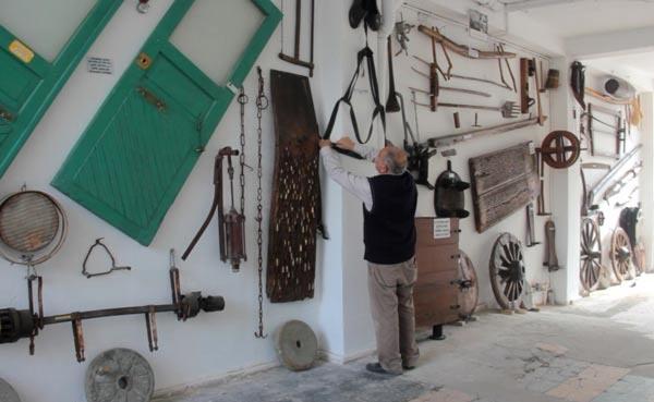 Samsun'da Teknolojiye Yenilen Eşyaları Sergiliyor