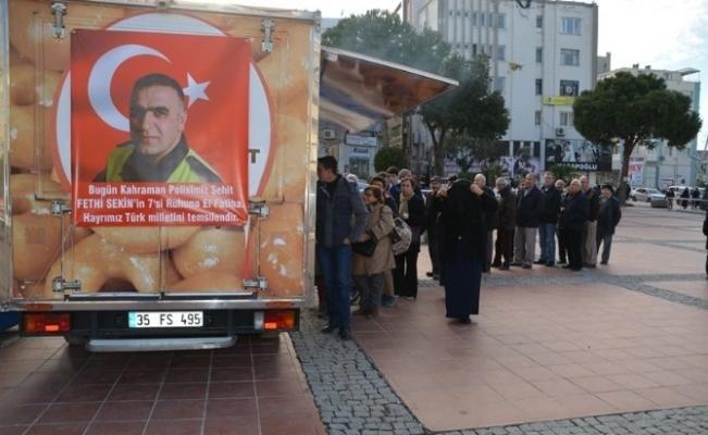 Kahraman Polis Anısına Lokma Dağıtıldı