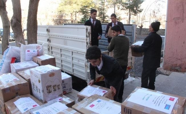 Öğrenciler, Halep için 35 koli yardım topladı