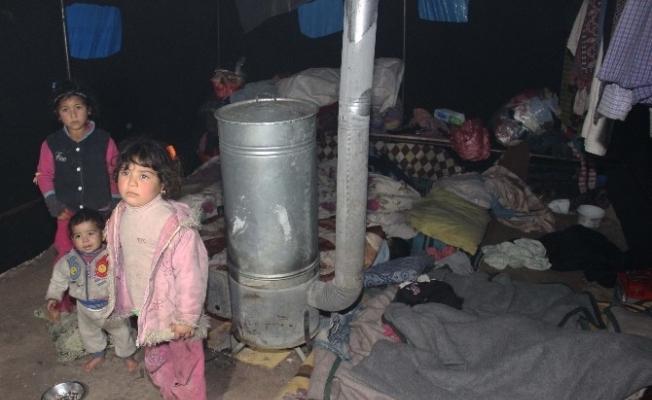 Suriyeli sığınmacılar yeni yıla çadırda girdi