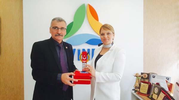 Gazetecilerin Ödülü ELVİNDER'e