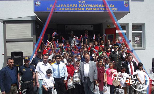 Samsun'da jandarma çocuklarla beraber