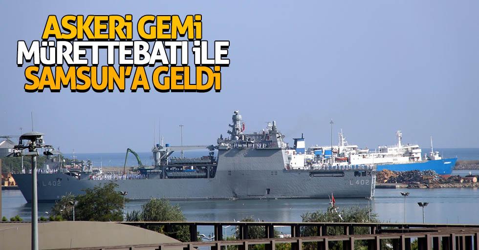 Askeri gemi mürettebatı ile Samsun'a geldi