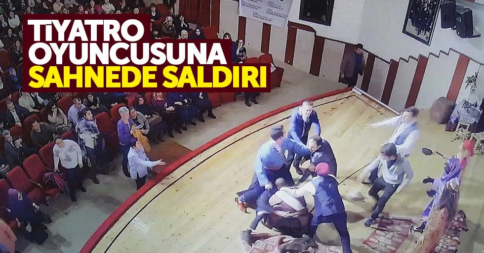 Tiyatro oyuncusu sahnede saldırıya uğradı