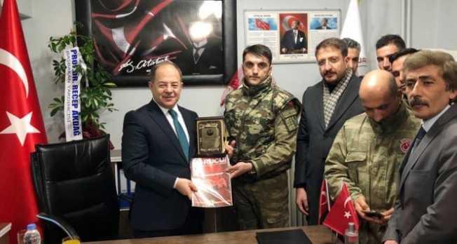 Recep Akdağ Mehmetçiği ziyaret etti