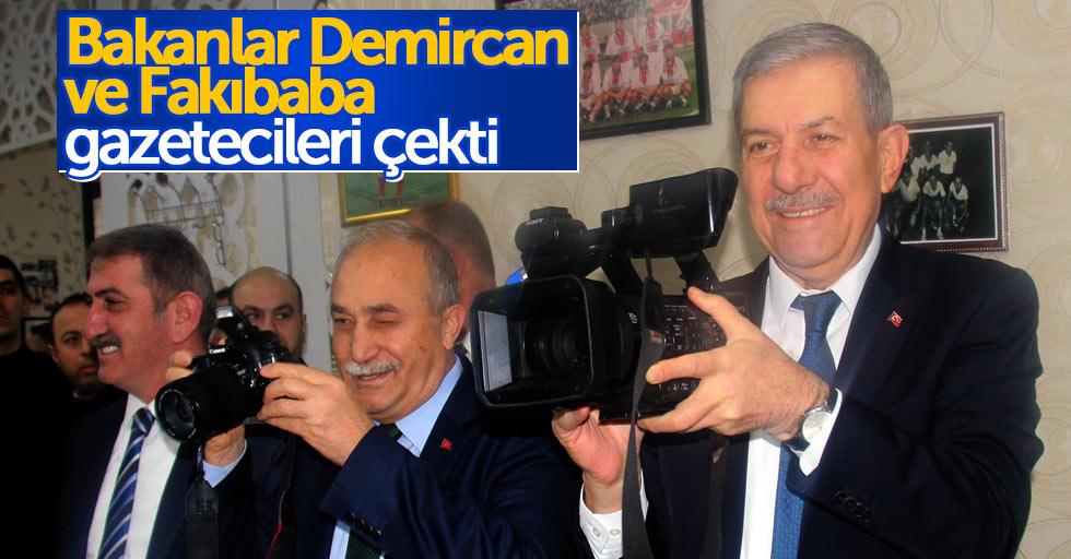 Samsun'a gelen 2 bakan gazetecileri çekti