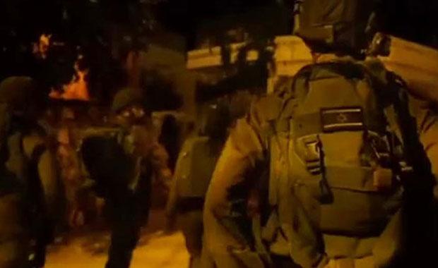 İsrail askerlerinden Filistinlilere gözaltı