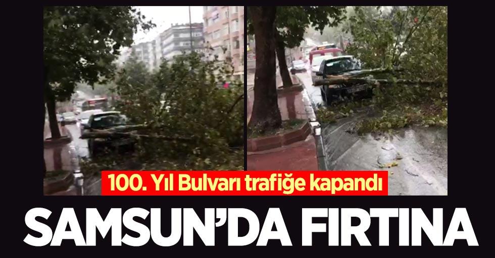 Samsun'da fırtına: 100. Yıl Bulvarı trafiğe kapandı