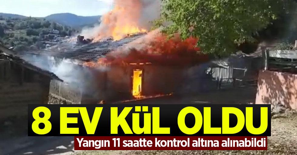 Vezirköprü'deki yangında 8 ev kül oldu