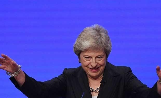 Theresa May'dan müthiş hareketler