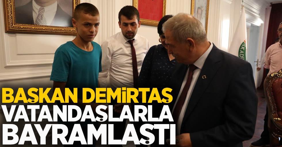 Başkan Demirtaş vatandaşlarla bayramlaştı