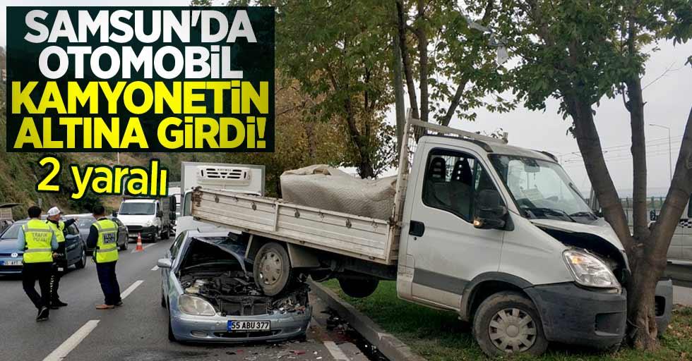 Samsun'da otomobil kamyonetin altına girdi! 2 yaralı