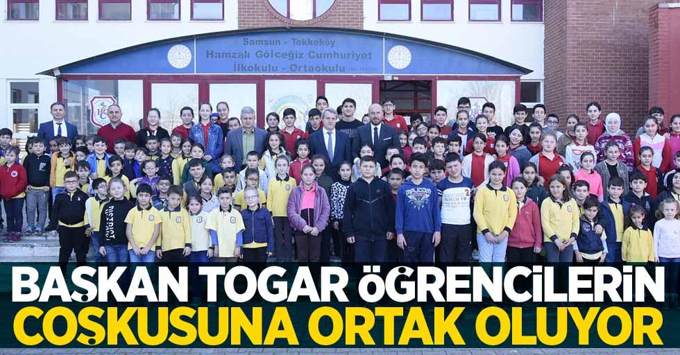 Başkan Togar öğrencilerin coşkusuna ortak oluyor