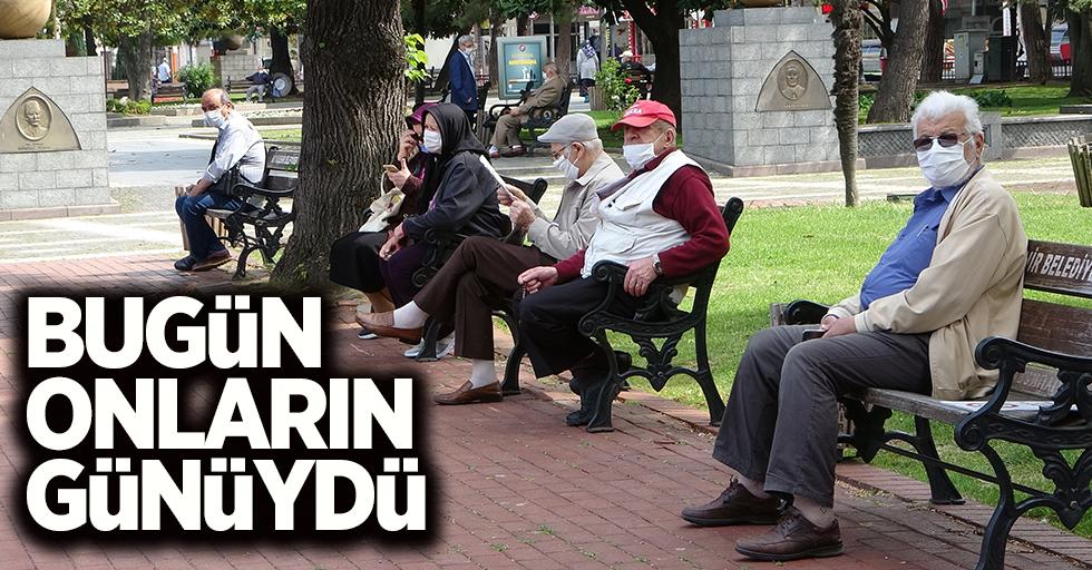 65 yaş ve üstü vatandaşlar sokaklara akın etti