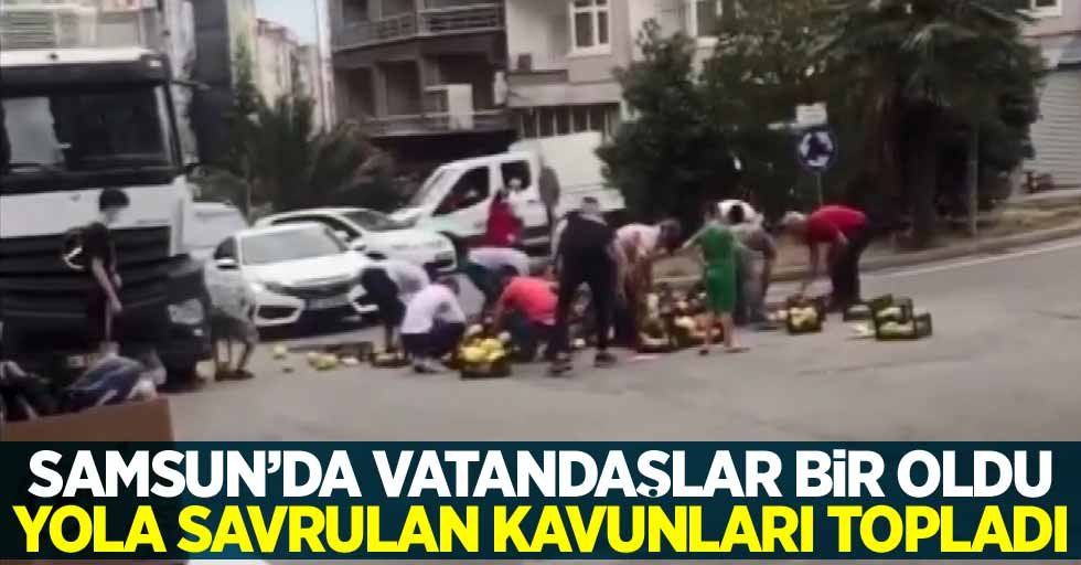 Samsun'da vatandaşlar bir oldu yola savrulan kavunları topladı