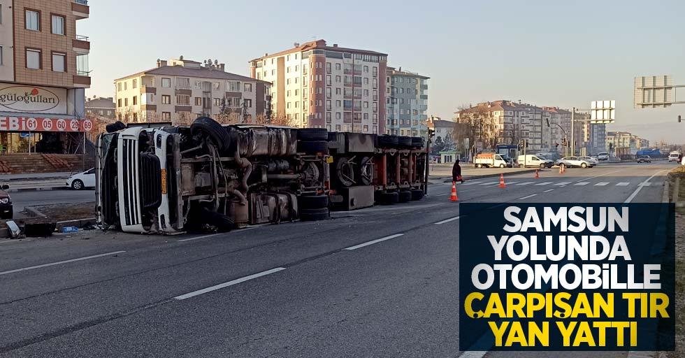 Samsun'da otomobille çarpışan tır yan yattı