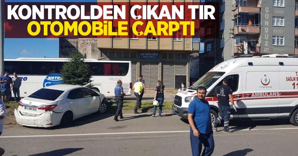 Samsun'da kontrolden çıkan tır otomobile çarptı