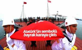 Atatürk'ün sembolü bayrak karaya çıktı
