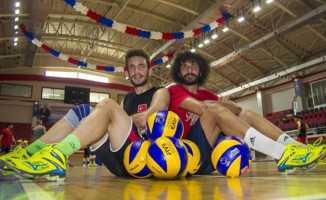 İşitme Engelliler Olimpiyat Oyunları'nda tecrübe ve genç bir arada