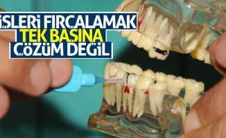 Dişleri fırçalamak tek başına çözüm değil