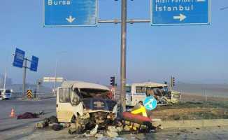 Bursa'da korkunç kaza: 3 ölü, 32 yaralı