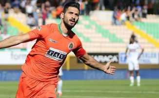 Emre Akbaba yeni sezonda Başakşehir'de