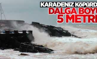 Karadeniz'de fırtına: Dalga boyu 5 metre