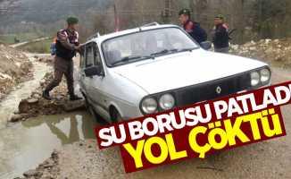 Sinop'ta ana boru patladı, yol çöktü