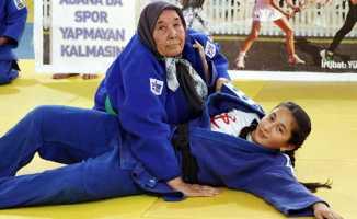 80 yaşında judoya merak sardı