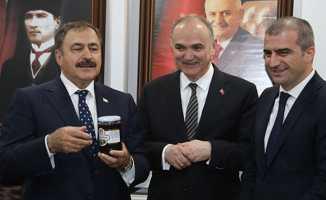 Bakan Eroğlu muhalefete yüklendi