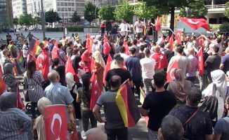 Almanya'daki Türkler Özil'i sahiplendi