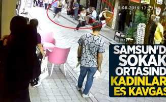 Samsun'da sokak ortasında kadınların eş kavgası!