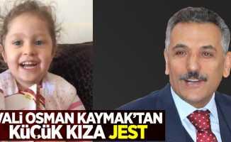 Samsun Valisi Osman Kaymak'tan küçük kıza jest