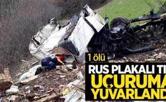 Rus plakalı tır uçuruma yuvarlandı! 1 ölü