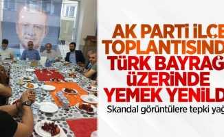 AK Parti ilçe teşkilatı toplantısında tepki çeken görüntüler!
