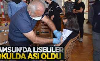 Samsun'da liseliler okulda aşı oldu