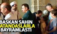 Başkan Şahin vatandaşlarla bayramlaştı