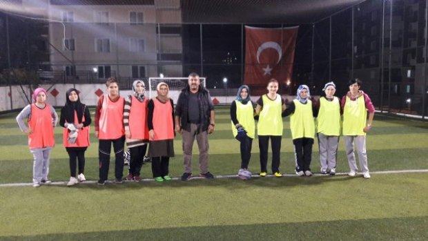 Samsun'da ev kadınlarından halı saha maçı